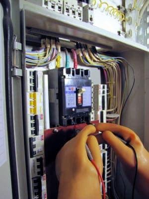 Испытание сопротивления изоляции электропроводки.