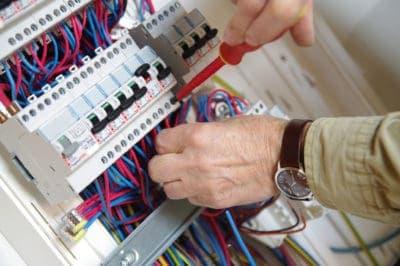 Выполнение электромонтажных работ.