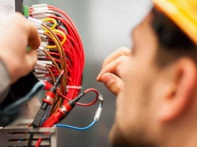 Услуги по производству монтажных электромонтажных работ.